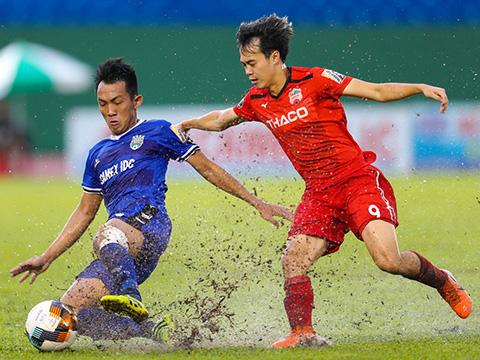 Tuy nhiên Văn Toàn và đồng đội không có nhiều cơ sở để lấy điểm ở Gò Đậu vòng 21 V-League 2019 với màn trình diễn nghèo nàn ở Gò Đậu chiều tối 16/8. Ảnh: VPF