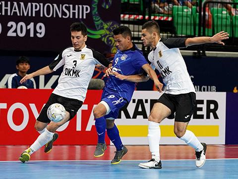 Thái Huy (xanh) cũng có giải đấu thành công với 6 bàn thắng. Ảnh: Độc Lập
