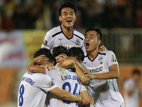 Ngọc Quang không vui mừng phấn khích sau bàn ấn định chiến thắng 2-1 trước SHB Đà Nẵng vòng 22. Ảnh: VPF