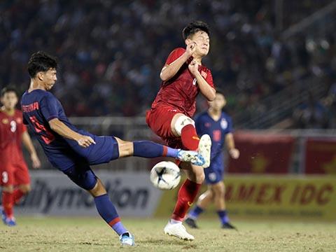 U18 Thái Lan đúng như dự đoán đã ngáng đường được U18 Việt Nam tối 13-8. Ảnh: Tuấn Hữu
