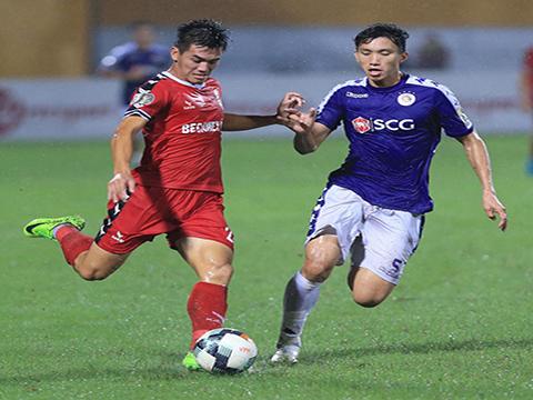 Sự quyết liệt đến phút cuối cùng của các trận đấu giúp V-League hấp dẫn hơn với CĐV nước nhà. Ảnh: VPF