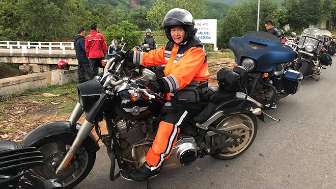 Ngoài offroad, nữ biker còn chinh phục những chiếc moto hạng nặng. Ảnh: ĐK