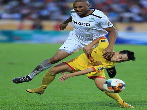 """Martins bị chê """"chân gỗ"""" nhưng """"có còn hơn không"""" với HAGL giai đoạn căng thẳng này. Ảnh: VPF"""