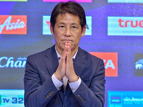 HLV Nishino có vẻ dè chừng sức mạnh của Việt Nam trước trận đại chiến vào tối 5/9. Ảnh: TL