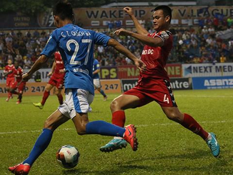 B.Bình Dương (đỏ) đã đòi lại món nợ thua chính Than Quảng Ninh 0-2 ở lượt đi tại Gò Đậu. Ảnh: VPF