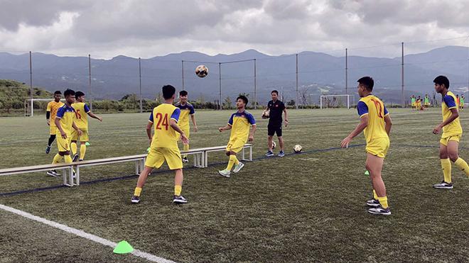 HLV Hoàng Anh Tuấn: 'U18 Việt Nam chỉ mong đá đủ số trận'