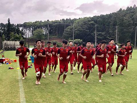 Thầy trò HLV Hoàng Anh Tuấn sẽ ra quân gặp U18 Malaysia vào 19h30 tối 7/8 trên sân Thống Nhất. Ảnh: VFF