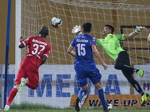 Thủ môn Văn Cường từng được HLV Park Hang Seo triệu tập vào cuối năm 2017. Ảnh: VPF