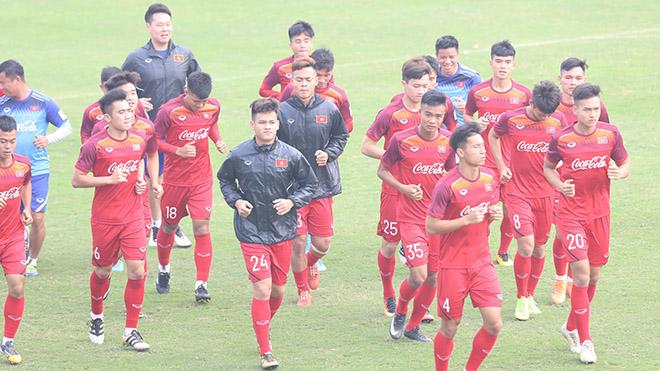 Hồ Tấn Tài (giữa, áo đen) là cầu thủ quan trọng của U22 Việt Nam hiện tại. Ảnh: Hoàng Linh