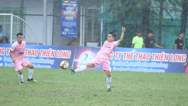 Dũng SEA FC đã khiến Đạt Tín Minions đánh mất ngôi đầu sau 4 vòng đấu. Ảnh: Đình Viên