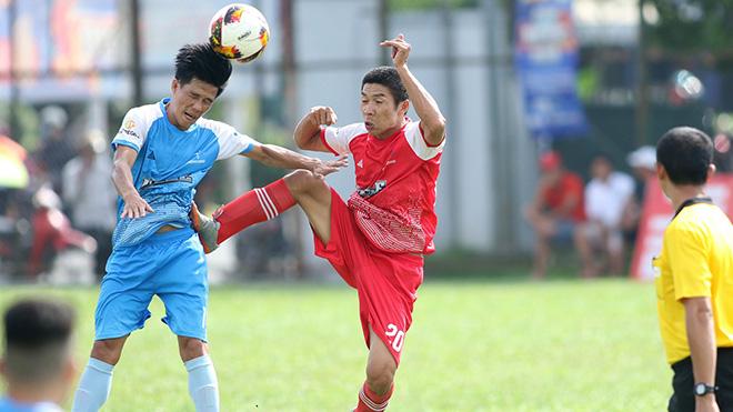 Chủ nhà FC Tân Phú (xanh) đang chơi ấn tượng ở giải năm nay. Ảnh: Đình Viên