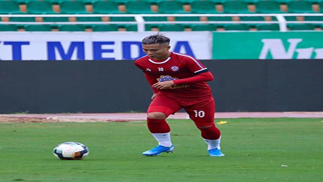 Phi Sơn được ra sân trở lại lần đầu tiên mùa giải năm nay khi gặp Sài Gòn vòng 24. Ảnh: TPHCM