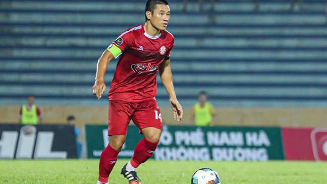 Đội trưởng Văn Thuận cũng ghi siêu phẩm trận này. Ảnh: TPHCM