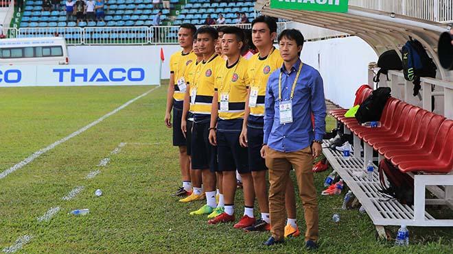 HLV Thành Công cùng học trò quyết tâm đánh bại HAGL như ở lượt đi tại Pleiku. Ảnh: VPF