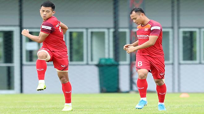 Trọng Hoàng (phải) có thể ra sân ngay từ đầu trận gặp Thái Lan. Ảnh: Hoàng Linh