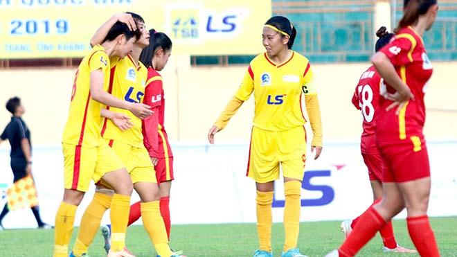 Với thể thức thi đấu vòng tròn 2 lượt tính điểm xếp hạng, Huỳnh Như cùng đồng đội đang hướng tới chức vô địch thứ 4 sau 5 năm liên tiếp. Ảnh: PH