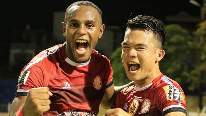 Hoàng Thịnh (phải) đã có màn thể hiện ấn tượng với TP.HCM. Ảnh: VPF