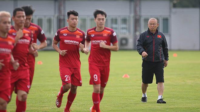 HLV Park Hang Seo chưa thua trận nào sau 4 lần đối đầu các ĐTQG Thái Lan. Ảnh: Hoàng Linh