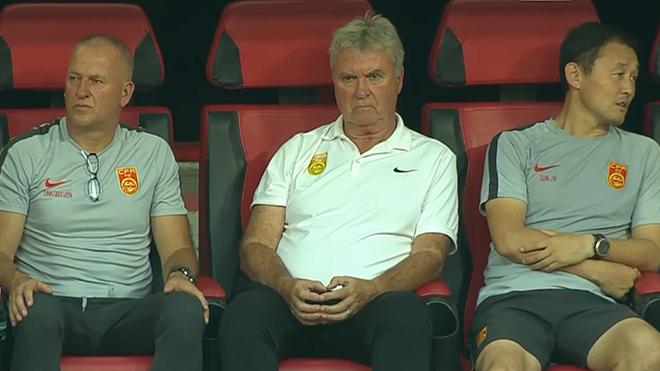 HLV Hiddink cùng các trợ lý còn nhiều việc phải làm nếu muốn đưa U22 Trung Quốc đến Olympic Tokyo 2020. Ảnh màn hình