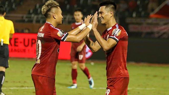 Phi Sơn đã có bàn đầu tiên V-League 2019 cho TP.HCM ở vòng đấu áp chót. Ảnh: TPHCM