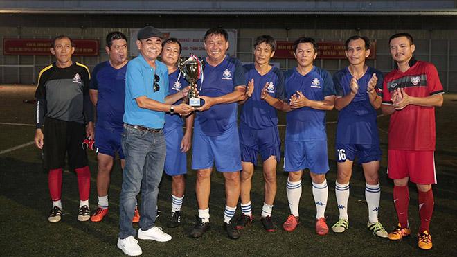 Cựu tuyển thủ Cảng Sài Gòn với những tên tuổi như Đặng Trần Chỉnh, Huỳnh Hồng Sơn bất ngờ thất bại ở trận chung kết ngày 17/10. Ảnh: Dũng Phương