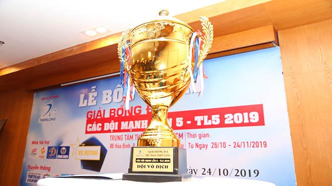 Chiếc Cúp vô địch mùa giải lần thứ 5. Ảnh: ĐV