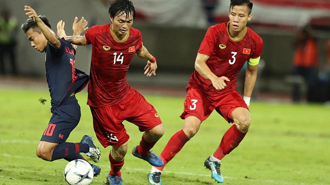 Tuấn Anh mới chỉ dừng ở mức tròn vai khi chơi tiền vệ trung tâm dưới thời HLV Park Hang Seo. Ảnh: Hoàng Linh