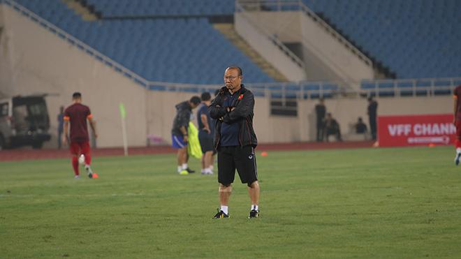 HLV Park Hang Seo vẫn được đánh giá cao hơn người đồng nghiệp Tan Cheng Hoe. Ảnh: Thành Đạt