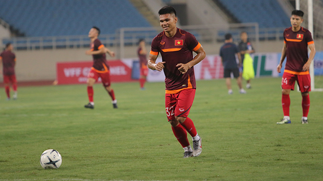 Cùng với Văn Kiên, Xuân Mạnh là một trong hai cầu thủ bị loại trước trận tiếp Malaysia tối 10/10. Ảnh: Thành Đạt