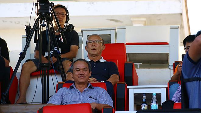 HLV Park Hang Seo cũng đỡ đau đầu khi ông muốn đội hình mạnh nhất để quyết đấu UAE và Thái Lan tháng 11 tới. Ảnh: VPF