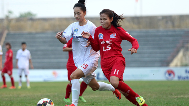 Hà Nội (đỏ) dễ dàng vượt qua TNG Thái Nguyên để lấy ngôi nhì bảng của Phong Phú Hà Nam. Ảnh: PH