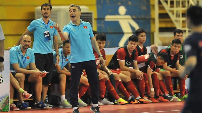 HLV Miguel Rodrigo không thể đánh bại đội bóng cũ Thái Lan