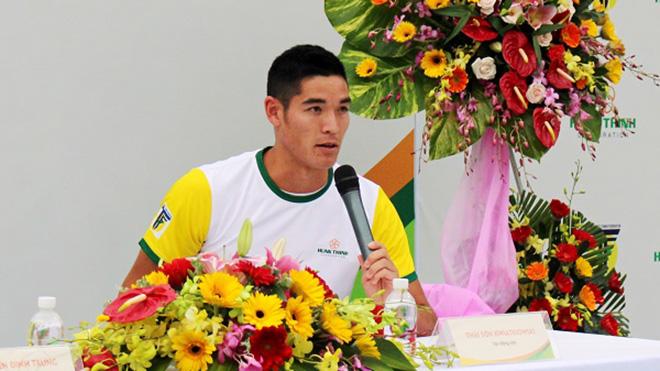Tay vợt Việt kiều Thái Sơn sẵn sàng cống hiến cho quần vợt Việt Nam. Ảnh: TN