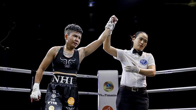 Võ sĩ Thu Nhi đánh bại đối thủ Thái Lan sau hơn 10 giây. Ảnh: ĐT