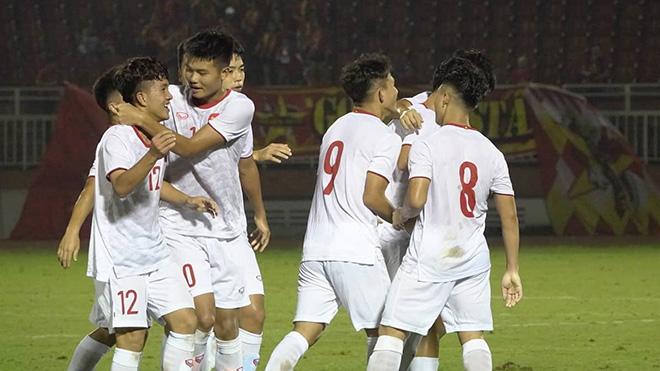 U19 Việt Nam mắc nhiều sai sót dù thi đấu với đối thủ yếu như U19 Guam. Ảnh: Linh Phạm