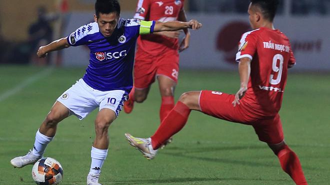 Tuy nhiên đội trưởng Hà Nội nhiều khả năng sẽ thất thế ở cuộc đua Quả bóng vàng do mất danh hiệu Cầu thủ xuất sắc nhất V-League 2019 phút cuối. Ảnh: VPF