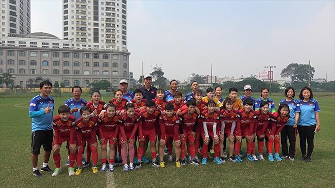 Đội tuyển nữ Việt Nam hô vang quyết tâm vô địch ở buổi tập cuối cùng tại sân Phú Thọ, TP.HCM sáng 22/11