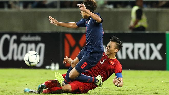 Thitipan từng đạp thẳng gầm giày vào Ngọc Hải hồi tháng 9 trong trận lượt đi sẽ không thể dự trận đấu tối 19/11 tới vì chấn thương. Ảnh: Hoàng Linh