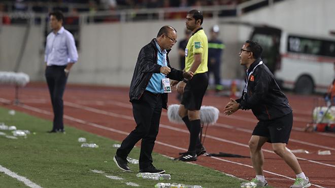 Hết vòng loại World Cup đỉnh cao, hai HLV Park Hang Seo và Nishino tiếp tục hẹn nhau ở đấu trường SEA Games để phân tài cao thấp. Ảnh: Hoàng Linh
