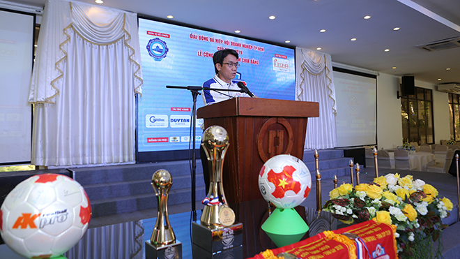 Trưởng BTC Trần Việt Anh phát biểu tại lễ bốc thăm. Ảnh: LT