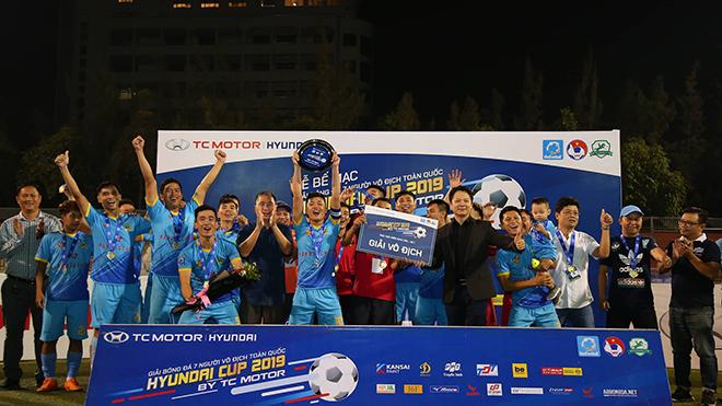 K.Sài Gòn Minh Cảnh ăn mừng danh hiệu số 1 SPL-S2