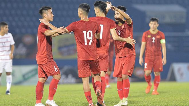 Các học trò của HLV Dương Hồng Sơn sẽ gặp B.Bình Dương ở chung kết vào 18h tối 18-12, trước đó một ngày U20 Campuchia sẽ gặp U20 Myanmar ở trận tranh hạng 3. Ảnh: QC
