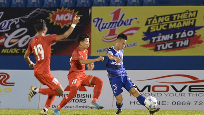 Tô Văn Vũ cùng đồng đội sẽ chạm trán đội thắng ở trận đấu giữa U20 Việt Nam và U20 Campuchia ngày 15-12. Ảnh: AP