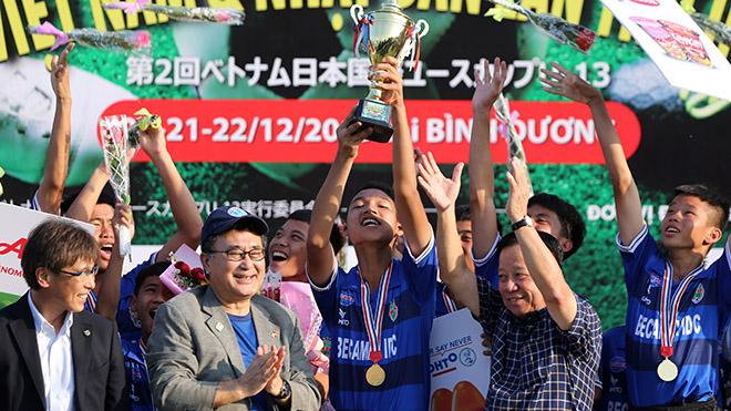 Trước đó vào sáng 22-12, B.Bình Dương đã vô địch giải đấu với sự tham dự của 8 CLB Việt Nam lẫn Nhật Bản. Ảnh: Anh Phương