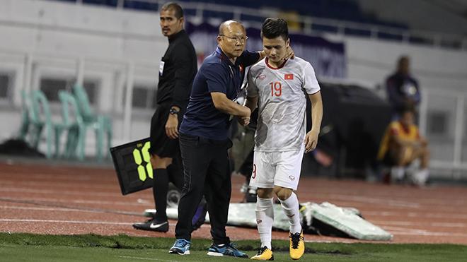 HLV Park Hang Seo kỳ vọng sự trở lại của Quang Hải để giải quyết vấn đề lớn nhất ở vị trí tiền vệ trung tâm. Ảnh: Hoàng Linh