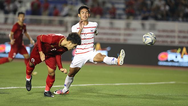 Tiến Linh đánh đầu dũng mãnh nâng tỷ số lên 3-0 cho U22 Việt Nam tối 7/12. Ảnh: Hoàng Linh