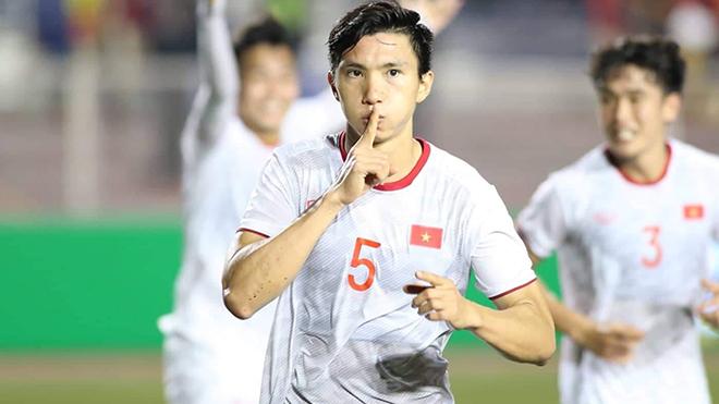 Văn Hậu tiếp tục nhận đề cử Cầu thủ trẻ nam xuất sắc 2019. Ảnh: Hoàng Linh