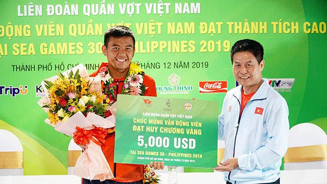 Hoàng Nam nhận 5.000 USD và có thể nhiều hơn sắp tới. Ảnh: TT