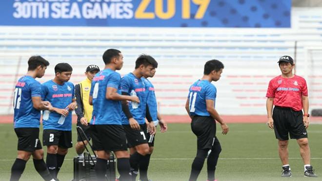 HLV Nishino lại tiếp tục gây áp lực cho U22 Việt Nam trước giờ diễn ra trận đấu ngày 5/12. Ảnh: Dailynews