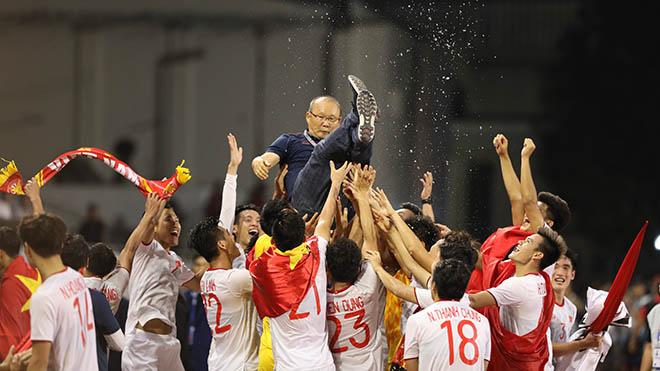 Ngay sau đó HLV Park Hang Seo làm rạng danh bóng đá nam Việt Nam ở kỳ SEA Games 30 lịch sử. Ảnh: Hoàng Linh